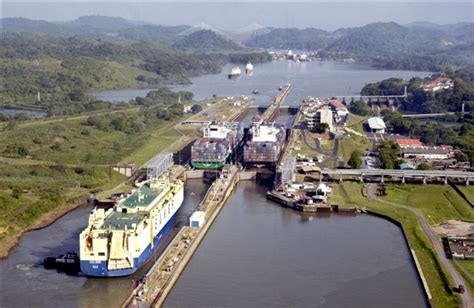 diagram of the panama canal how the water locks of panama canal work
