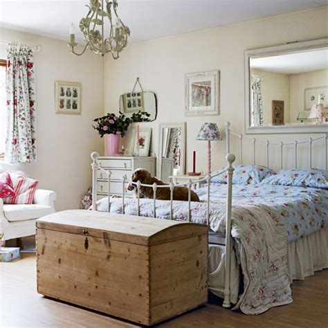 Vintage Bedrooms by Can I Come In Vintage Country Cottage Room Envy