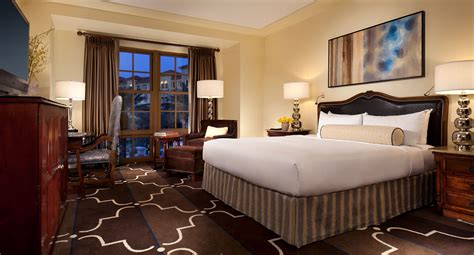 green room spa what s in your room our list of the best vegas hotel room amenities las vegas blogs