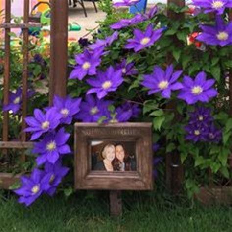 Bepflanzbarer Bilderrahmen by Outdoor Picture Frames Our Memorial Garden Plantable