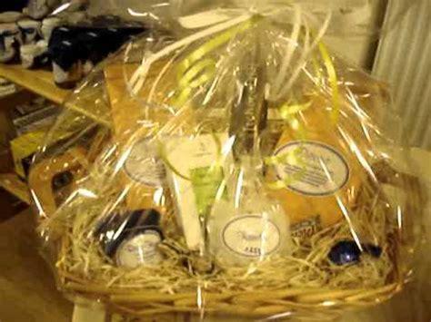 Geschenk Mit Klarsichtfolie Einpacken Ostern Ostergeschenke Kaffee Geschenke Zu Frohe Ostern