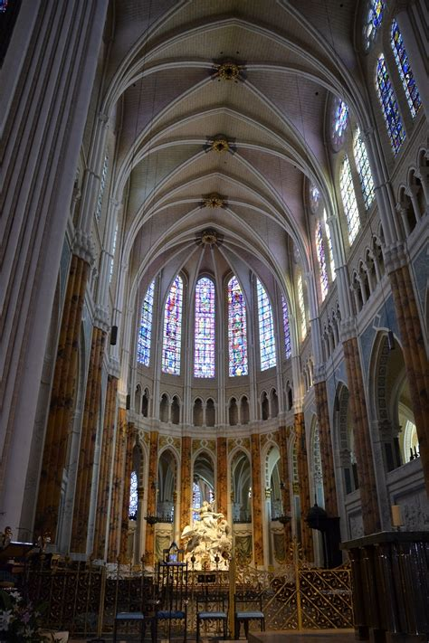 Chartres Cathedral Interior by Chartres Cathedral Historical Facts And Pictures The