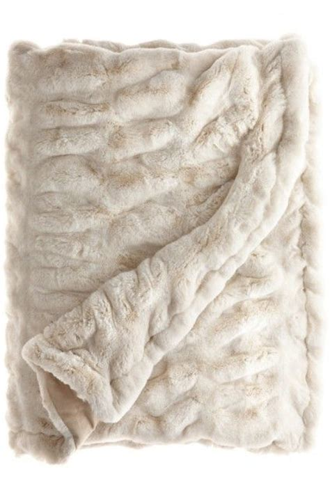 Best Faux Fur Blanket by 25 Best Ideas About Fuzzy Blanket On Soft
