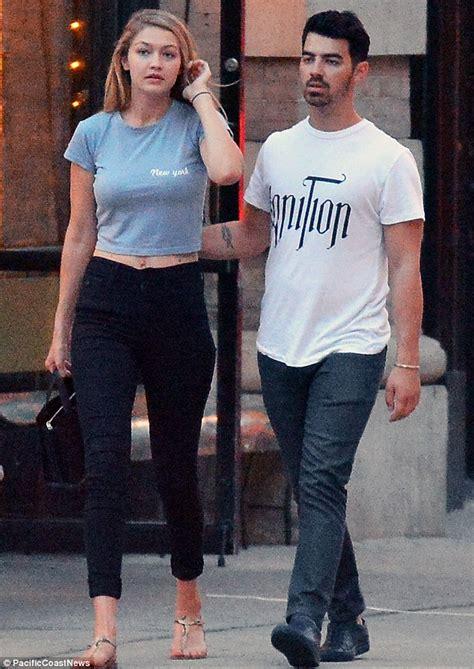 Gigi Hadid S Boyfriend Joe Jonas Photos Pics | gigi hadid and boyfriend joe jonas stop for a smooch in