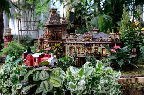 Holiday Train Shows And Train Rides For Nyc Families Show At Botanical Garden