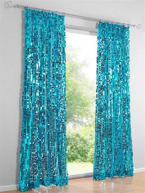 grüne gardinen schlafzimmereinrichtung braun