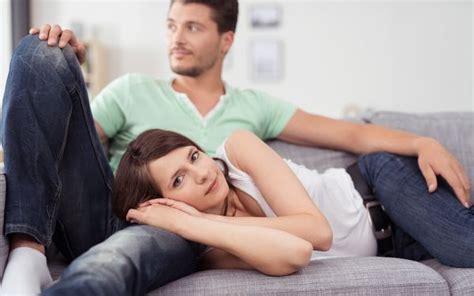 my husband sleeps on the couch 彼の過去の恋愛は気になるもの 元カノの影を吹きとばした人が実践したこと 最新恋愛ニュース一覧 楽天woman