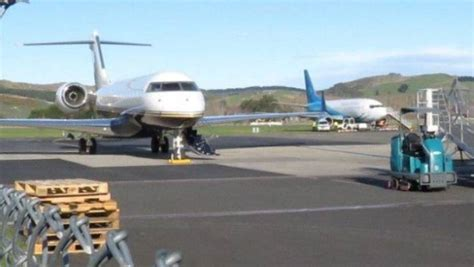 kendrick lamar nz kendrick lamar touches down in dunedin for his new zealand