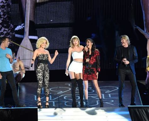 taylor swift duet with country singer taylor swift live 24 1989 world tour guests that prove