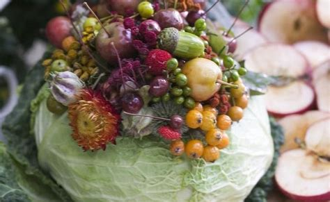 Christmas Centerpiece Arrangements - diy fall table centerpiece flowers in a cabbage vase