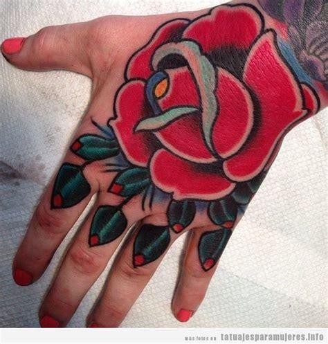 tattoo old school mujer tatuajes de rosas en la mano para mujeres