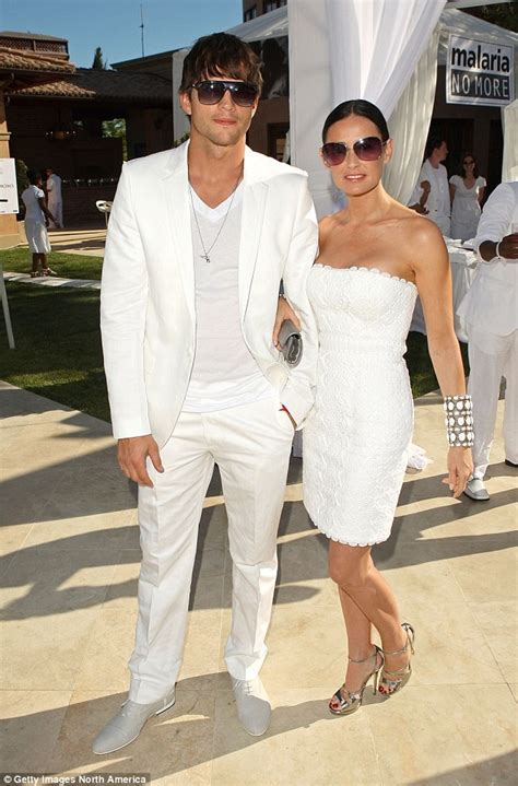 mens beach wedding outfits – Picture Of cool and relaxed beach men outfits 15
