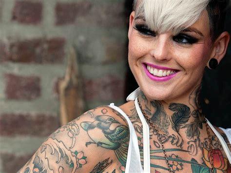 tattoo model london tattoos sollen bei polizisten im s 252 dwesten verboten werden