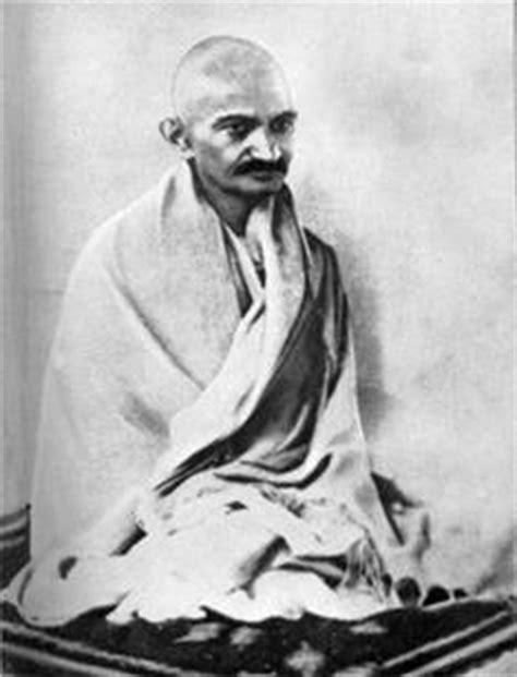 gandhiji biography in gujarati what made gandhiji wear only loincloth or dhoti