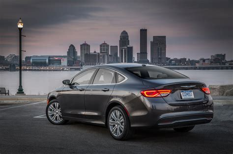 new chrysler 200 photos chrysler 200 reviews research new used models motor trend