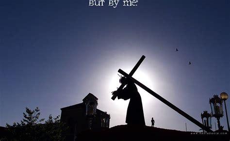gambar yesus memikul salib wallpaper kristiani