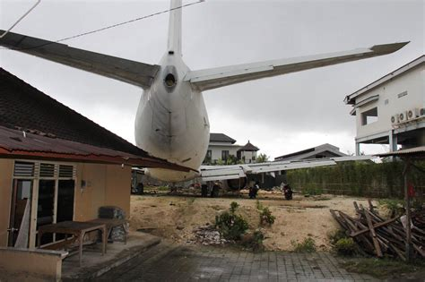 bali backyards not photoshopped full size jet in the backyard point me to the plane