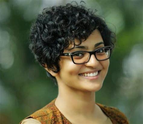 malayalam film actress dubsmash parvathy menon photo gallery cine punch