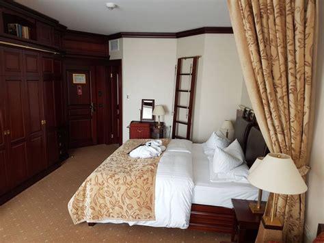Zu Hohe Luftfeuchtigkeit Im Schlafzimmer by Bild Quot Schlafzimmer Quot Zu Hotel Yachthafenresidenz Hohe D 252 Ne