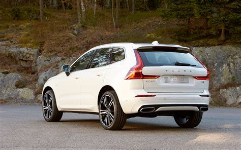 Xc60 Volvo 2018 Volvo Xc60 T8 R Design Rear Three Quarter Motor Trend