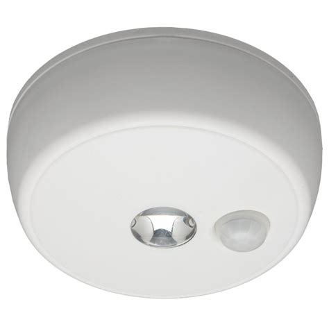 Outdoor Ceiling Motion Sensor Light Mr Beams Mb982 Battery Operated Indoor Outdoor Motion Sensing Led Ceiling Light Ebay