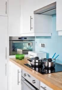 Attrayant Quelle Couleur Avec Le Jaune #2: armoires-cuisine-blanches-cr%C3%A9dence-bleu-ciel.jpg