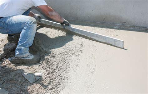 hoe krijg je cement van tegels beton storten klusidee