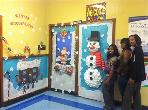 thirkell teachers spread holiday cheer with door