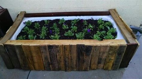 bathtub flower bed 18 best images about bathtub ideas on pinterest gardens planters and bath tubs