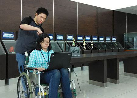 Kursi Roda Yang Bisa Tidur kursi roda buatan mahasiswa binus bisa digerakkan dengan