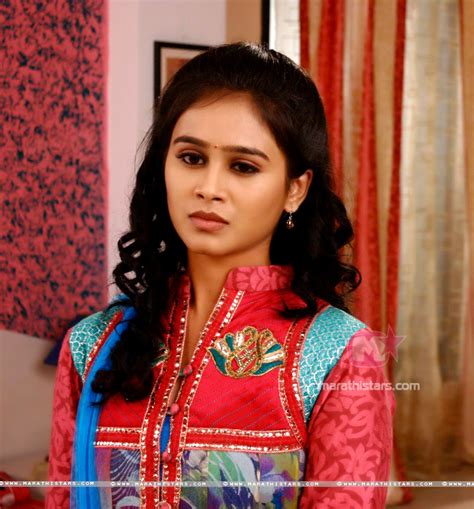 mrunal dusanis hd wallpapers mrunal dusanis marathi actress photos wallpapers biography