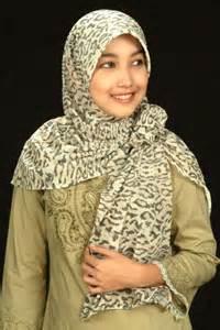 K011 Jilbab Kerudung Busana Wanita Busana Muslim siti noormaslizan april 2013