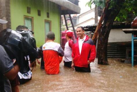 Karet Kapan Naik Anies Baswedan Pantau Banjir Di Cipinang Melayu Naik