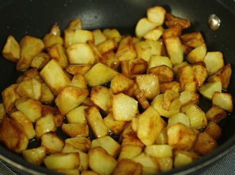 eggs with sumak and fried potatoes bayd bel sumak u