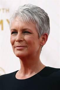 coupe courte femme 50 ans cheveux blancs