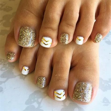 Gold And White L by Picture Of Gold Glitter Nails And White Ones With Gold Chevron