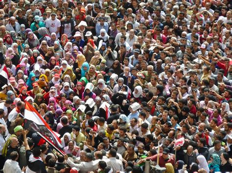 Cooking For A Crowd A Big Crowd Women Living Well   gather together for security in the large crowd in tahrir