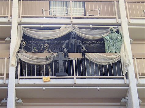 awesomely easy ways  decorate  apartment balcony