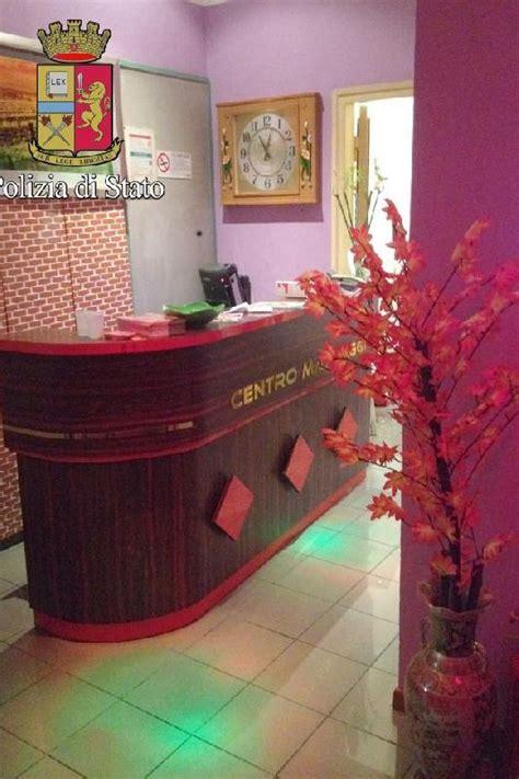 massaggi cinesi a pavia sequestrato centro massaggi cinese per