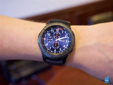 samsung gear s3 on classic and frontier versions introduce bigger screens and batteries
