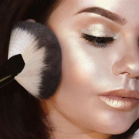 makeup highlighter trends that are definitely for 2017