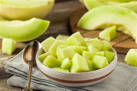 can dogs honeydew can dogs eat honeydew lovepetjournal