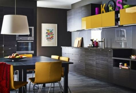 cuisine proven軋le jaune la cuisine d 233 cor 233 e en jaune et noir 15 exemples
