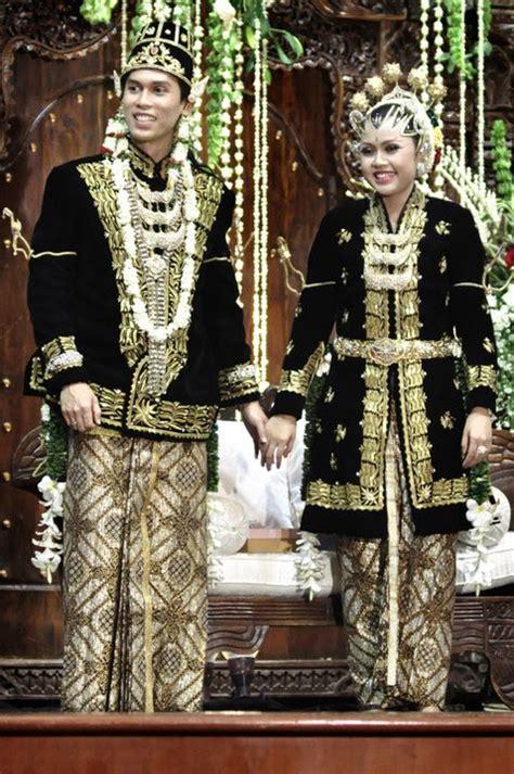 Baju Dari Jawa Tengah pakaian adat tradisional indonesia hasil coretan anak tkj