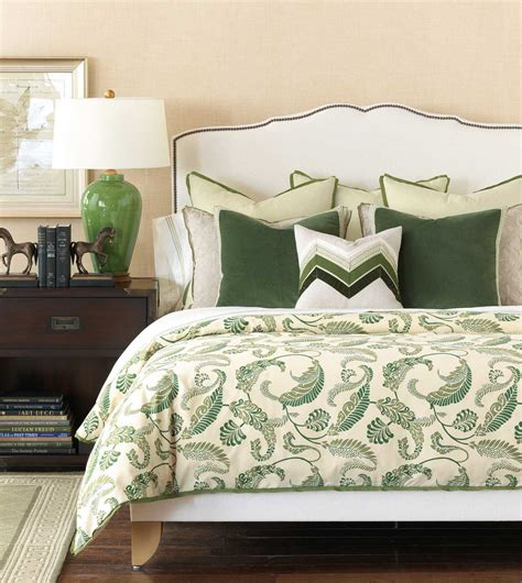 beautiful decorative pillows for bed to give accent in