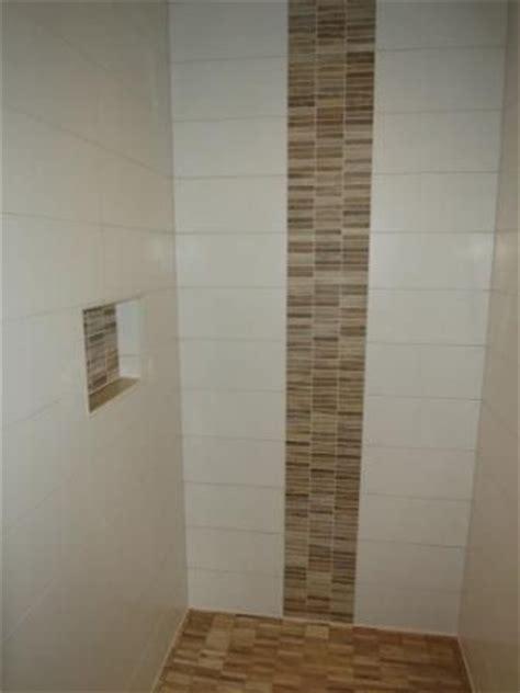 Dusche Fliesen Holzoptik by Ablage In Der Dusche Und Bord 252 Re Aus Mosaik In Holzoptik
