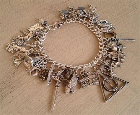 Hp Zu Charm die besten 25 harry potter charm bracelet ideen auf harry potter anh 228 nger harry