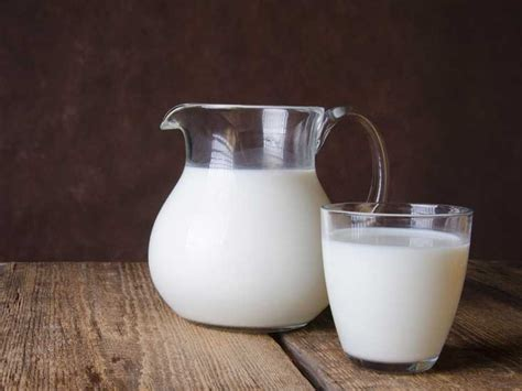 Milk Is milk 101 nutrition facts and health effects