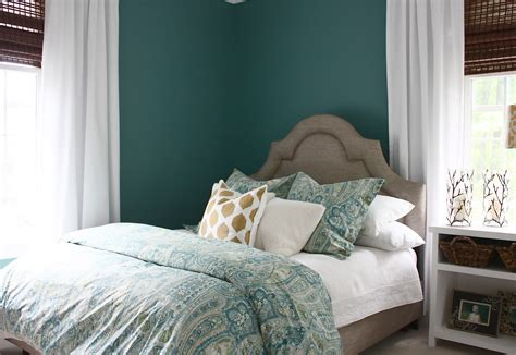 painting cape cod bedrooms the yellow cape cod bedroom makeover before after