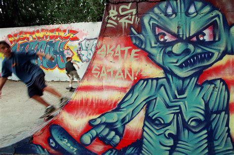 Graffiti Or Vandalism Essay by Graffiti Or Vandalism Discursive Essay Sle